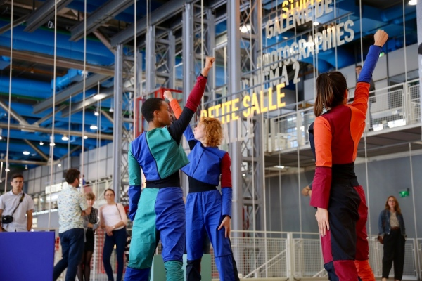 Handle / Poignée, Liz Magic Laser, 2018, performance and video installation, 14:21 minutes. Commissioned by Centre Pompidou for MOVE 2018 Exhibition of Dance, Performance, Moving Image, Paris, France.